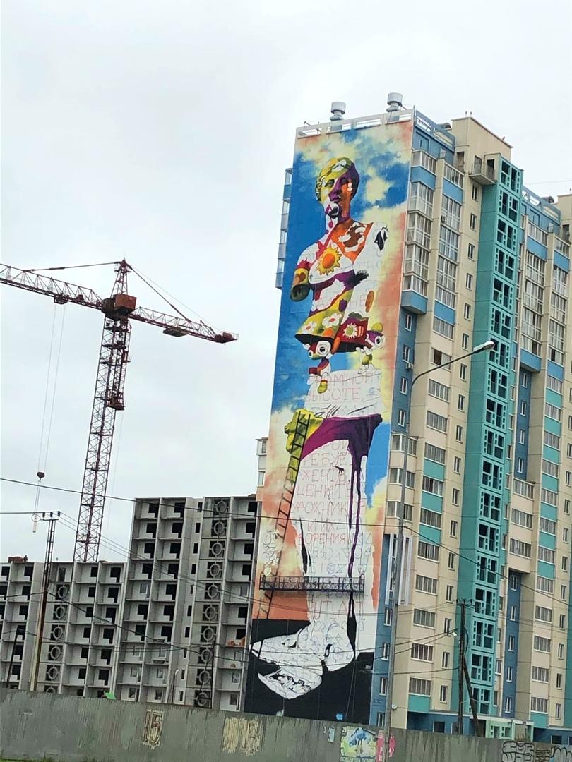 Граффитисты, приехавшие на фестиваль «Культурный код», украшают фасады высоток в Академ Riverside